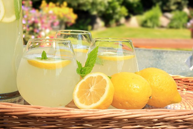 Sommergetränke light: Eistee, Limo & Shakes selbstgemacht ...