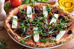 Low-Carb Pizza mit Hanfsamen