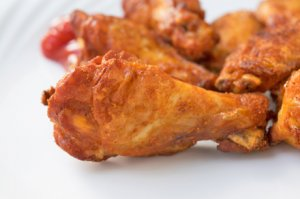 Chicken-Wings mit Ketchup-Dip