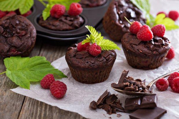 himbeer schokoladen muffins rezept. Black Bedroom Furniture Sets. Home Design Ideas