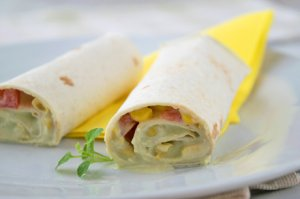Schneller Avocado-Mais-Wrap