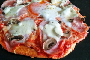 Low Carb Pizzateig mit Quark