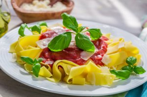 Pappardelle mit Tomatensauce