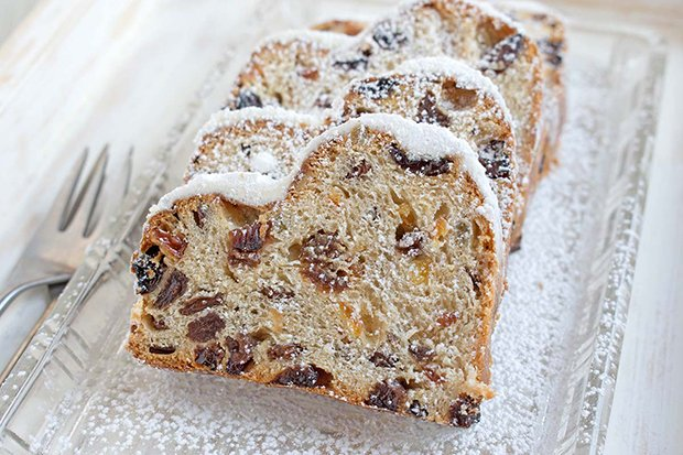 Quarkstollen mit Rosinen