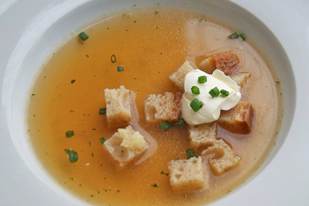 Knoblauch-Brotsuppe