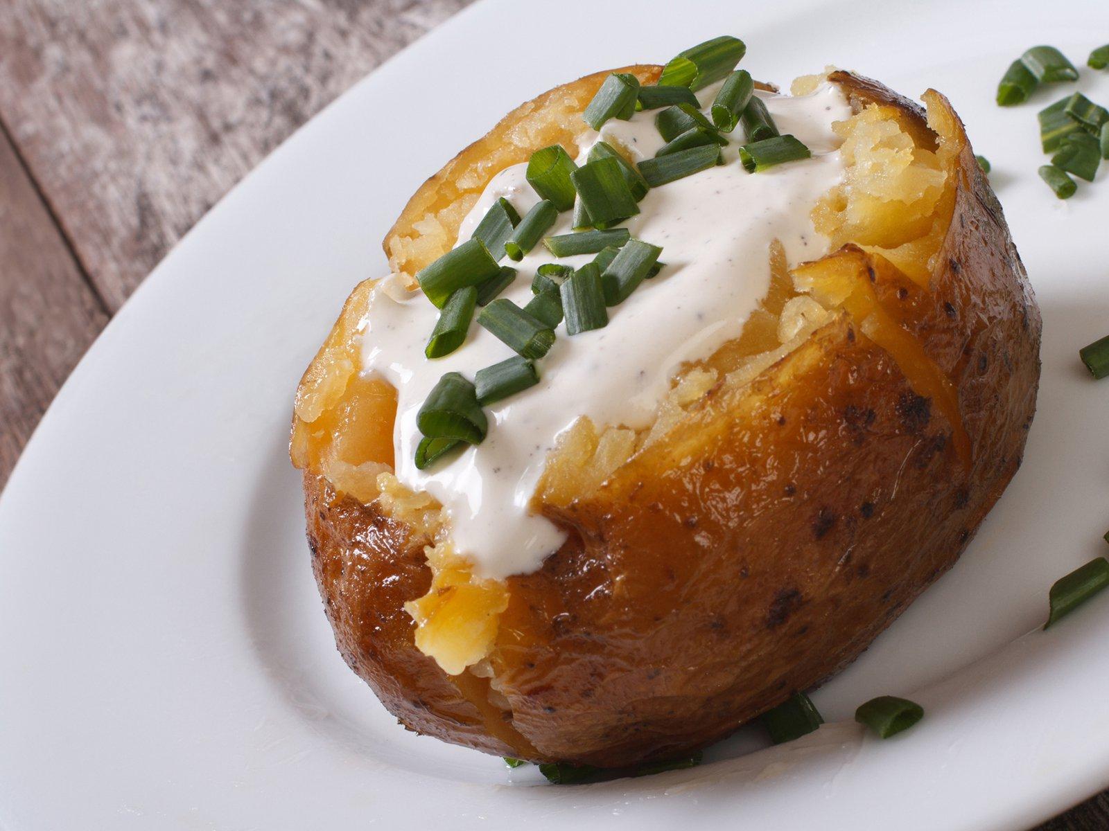 Jacket Potatoes im Backofen mit Sauerrahm Füllung