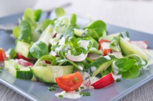 Farbenfroher Sommersalat
