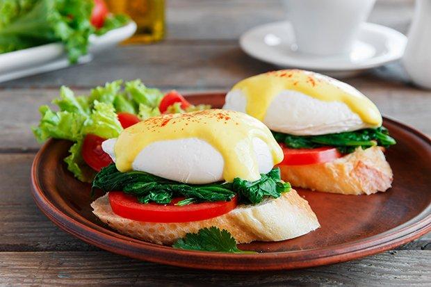 Pochierte eier mit spinat rezept - Eier weich kochen minuten ...