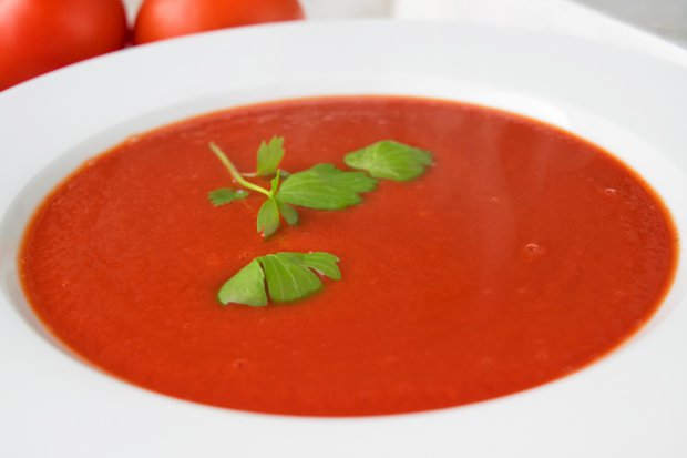Apfel-Tomaten Suppe mit Chili