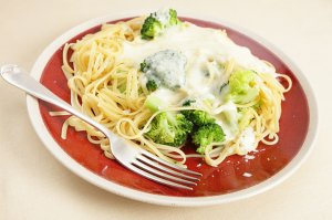 Linguine an Broccoli-Pistazien-Sauce